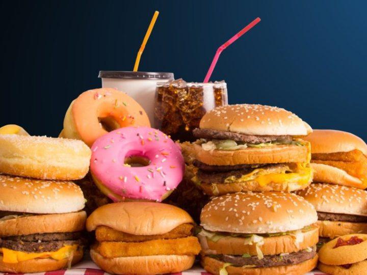 Junk food deixa as crianças mais gordas e felizes