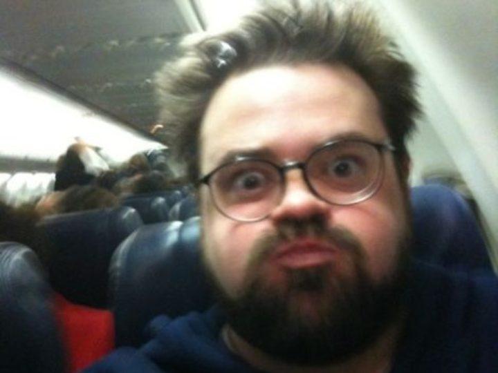 Kevin Smith é expulso de avião por ser gordo