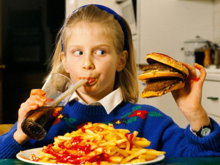 Seu filho tem asma? A culpa pode ser do fast food