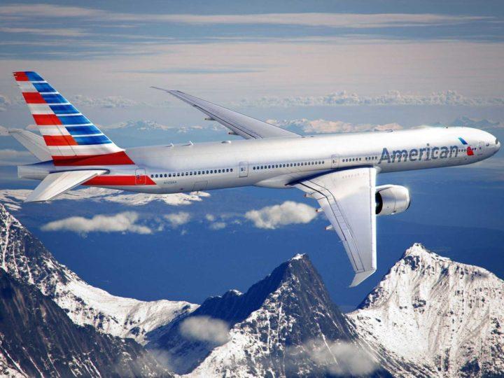 Homem processa companhia aérea por viajar sentado ao lado de dois gordos