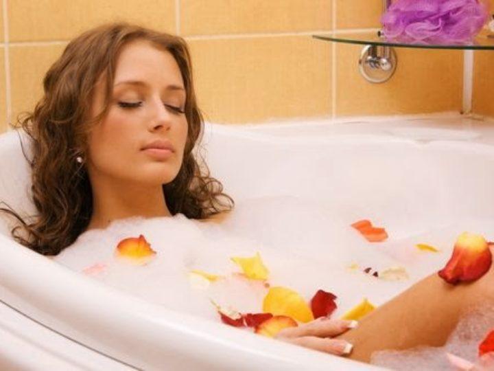 Tomar banho quente queima mais calorias do que caminhada