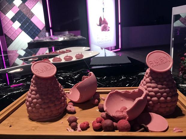 Conheça o chocolate naturalmente rosa