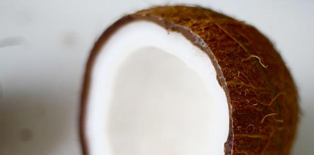 Óleo de coco realmente ajuda a emagrecer?
