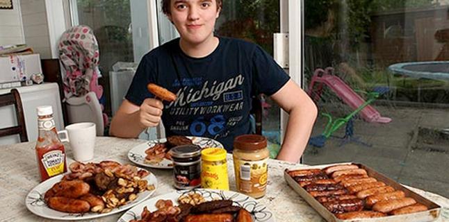 Adolescente tem que fazer dieta à base de bacon