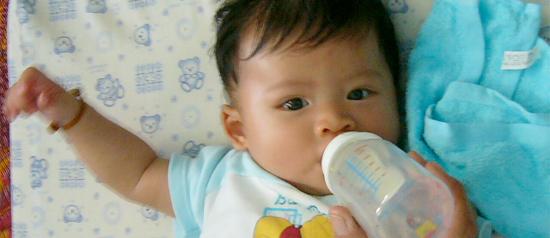 Mamadeira em excesso pode causar obesidade infantil