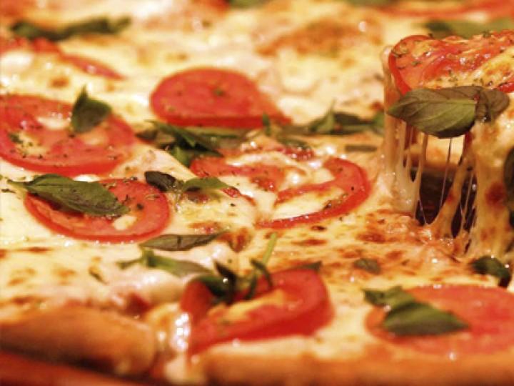 Pesquisa aponta que comer pizza reduz o risco de câncer